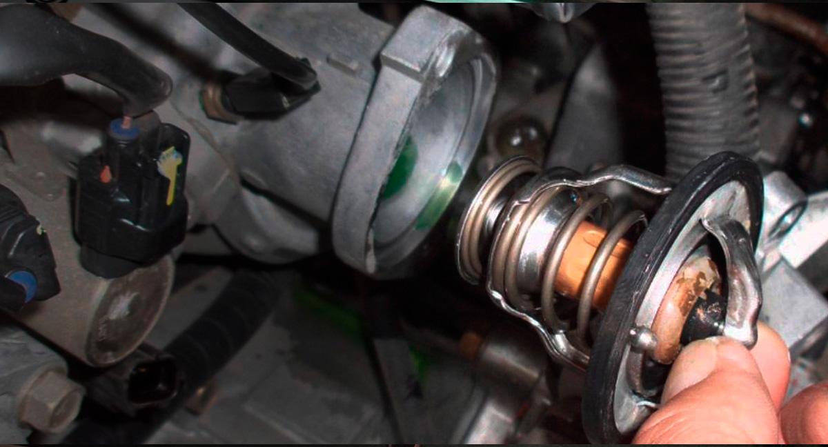 Foto Como funciona a válvula termostática do veículo?